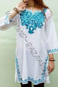 Женская индийская курта с бирюзовой вышивкой