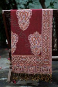 Индийский палантин бордового цвета